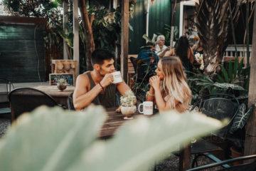 séduire une femme autour d'un café - coach seduction
